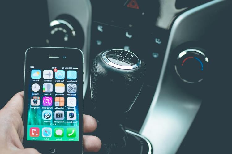 Young drivers twice as likely to use a phone behind the wheel