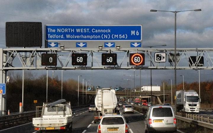 On-the-spot £100 fines for drivers who ignore motorway lane closure signs