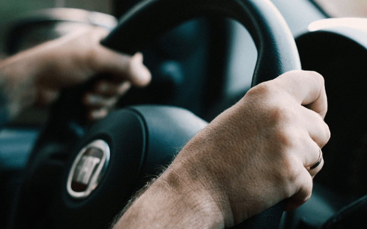 11 bad driving habits you should ditch right now